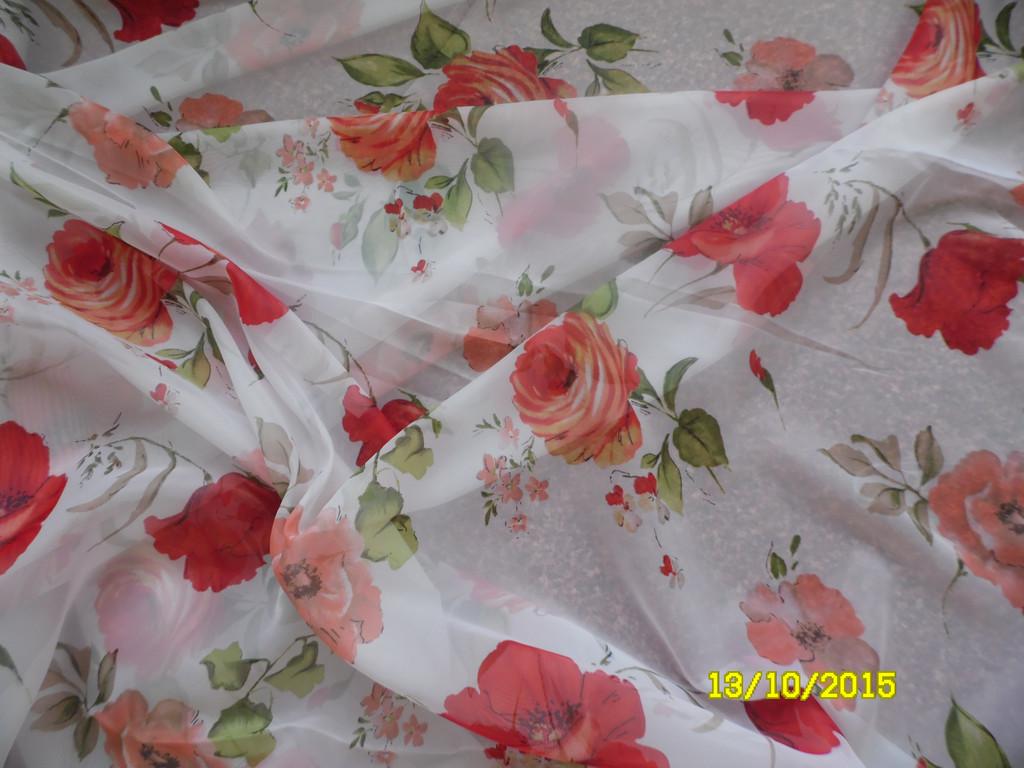 Маки с розами