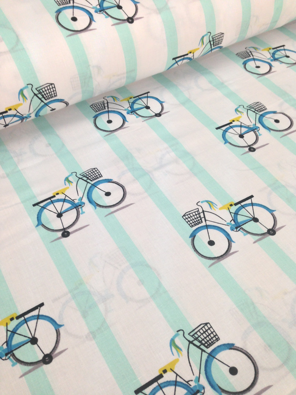 Хлопковая ткань польская велосипеды на мятной полоске