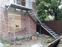 Внешняя лестница с балконом, фото 1