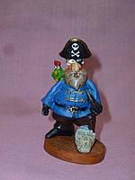 Пират с черепами декоративная статуэтка 8 сантиметров высота