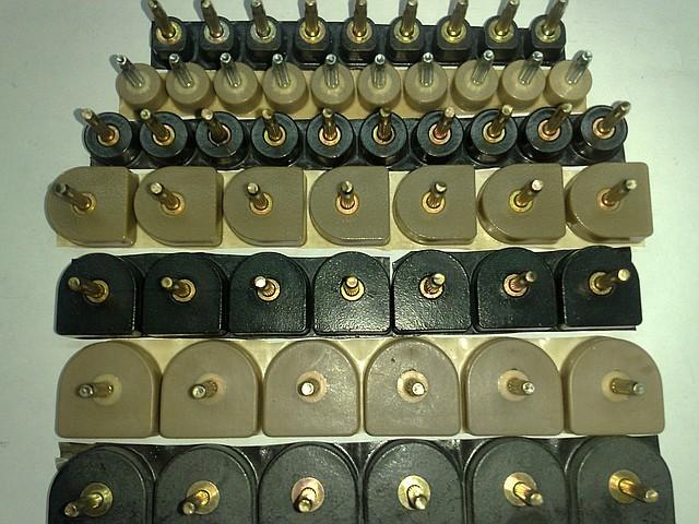 Набойки полиуретановые женские со штырьком полукруглые 15*16мм.  ArchiTAK (АРЧИТАК) Италия, беж.