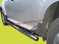 Пороги боковые труба с проступью D70 на Nissan Navara 2005-2009