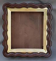 Киот для иконы фигурный из ольхи с внутренней деревянной рамой, покрытой поталью.