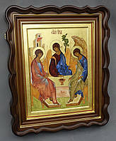 Киот фигурный из ольхи для иконы Святой Троицы с внутренней деревянной рамкой и золочёными штапиками.
