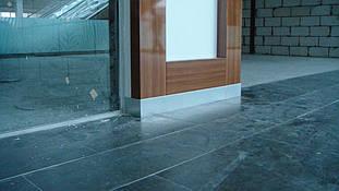 """Декоративный короб - композитный элемент, обрамляющий стеклянные витрины торговых бутиков. Декоративный цокольный элемент, примыкающий к полу. ТРЦ """"Проспект"""", г. Киев"""