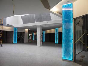 """Облицовка колонн стеклом с подсветкой, с нанесением трехцветного рисунка. ТРЦ """"Проспект"""", г. Киев"""