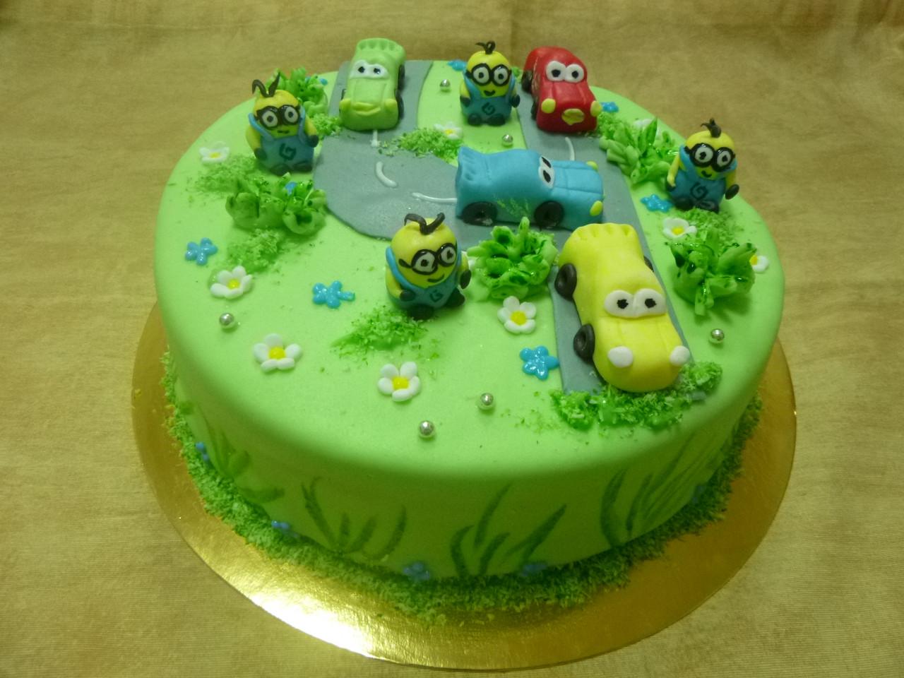 """Детский торт на заказ """"МИНЬОНЫ  на дороге"""""""