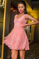 Восхитительное нарядное короткое платье с перфорацией цвета пудры