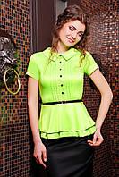 Блуза Богдана к/р салатная с атласным блеском с защипами на груди отложным воротничком ремешком и баской