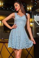 Восхитительное нарядное короткое платье с перфорацией нежно голубое