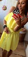Однотонное летнее женское платье на бретелях свободного фасона с поясом и воланом креп шифон