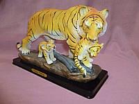 Тигр с тигрятами статуэтка 24 сантиметра длина