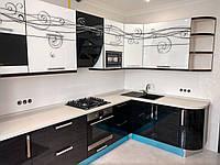 Угловая кухня с лёгким рисунком
