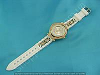 Часы Dior 114168 женские золотистые со стразами на белом ремешке из силикона