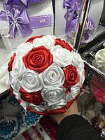 Букет-дублер из красных и белых атласных роз