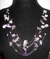 Колье с фиолетовыми и светлыми камнями