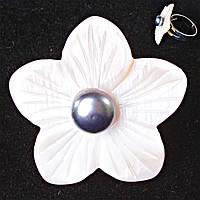 Кольцо без р-р  крупный цветок темно серая бусина Перламутр резной