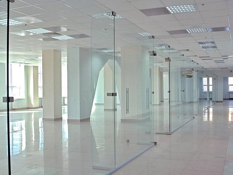 Маятниковые стеклянные перегородки из прозрачного каленого стекла