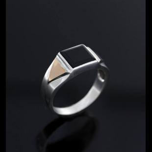 Серебряный мужской перстень с золотом