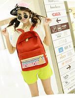 Молодежный рюкзак с орнаментом на кармане красный