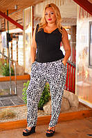 Батальные женские брюки с мелким принтом и карманами