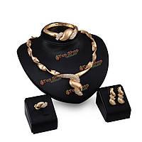 Набор ювелирной бижютерии: колье, кольцо, серьги