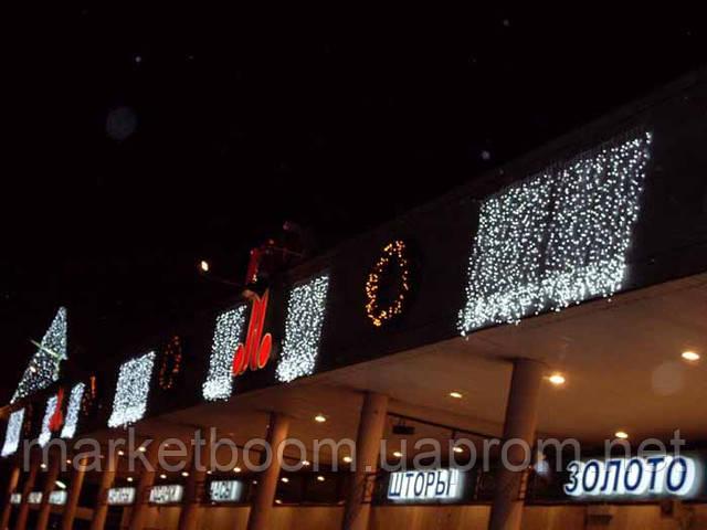 Новогодняя подсветка зданий, гирлянда дождь