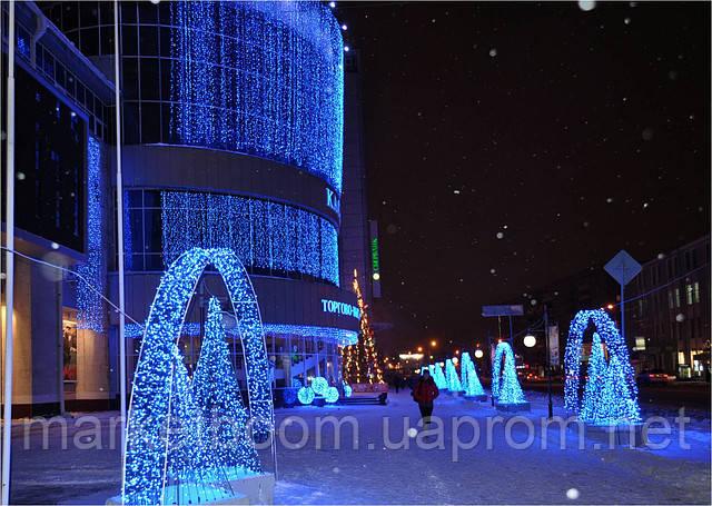 Новогоднее оформление торгового центра, гирлянда дождь