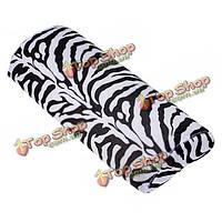 Зебра-полосатая рука подушка подушка ногтей маникюр уход половины столбца