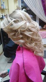 Зачіска з накрученим волоссям