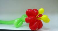 Маленький цветок из шаров для моделирования