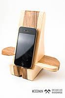 Деревянная подставка ручной работы для вашего смартфона.