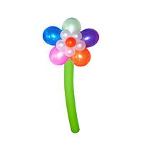 Цветок с разноцветными лепестками из воздушных шаров