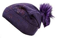 Вязаная шапка фиолетового цвета