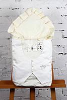 """Летний нарядный конверт-одеяло """"Джентельмен"""" для мальчика на выписку (молочный с белой атласной жилеткой)"""