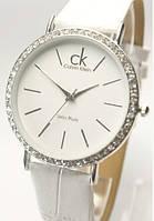 Часы женские Calvin Klein белые, со стразами