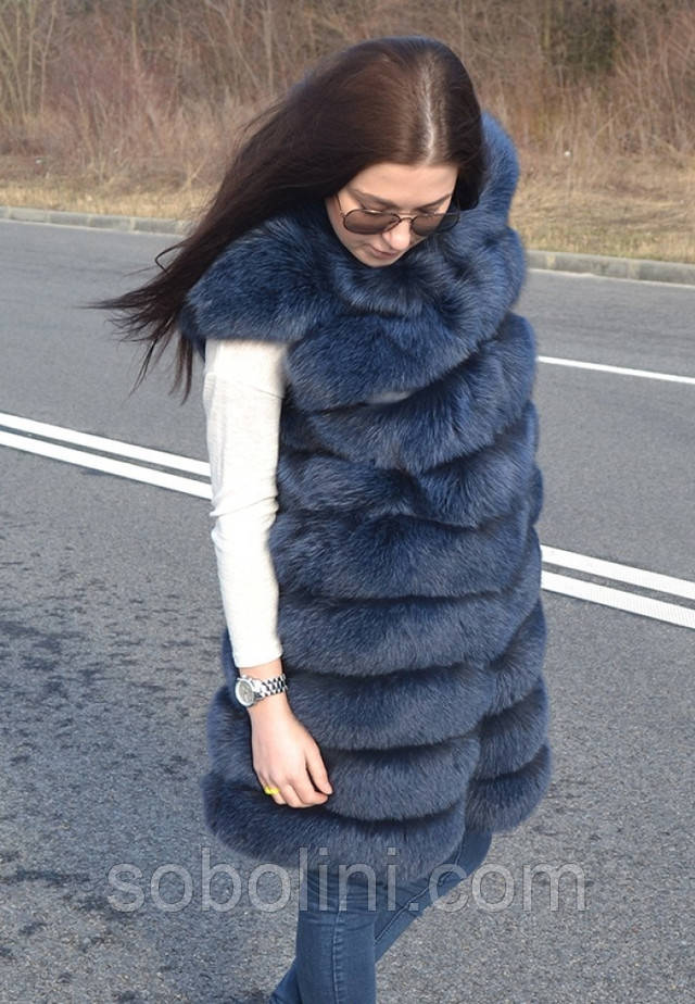 Синяя меховая жилетка из финского песца с коротким рукавом