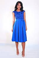 Яркое молодежное платье длиной по колено, фото 1