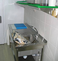Стол для разделки рыбы с мойкой и доской из нержавеющей стали