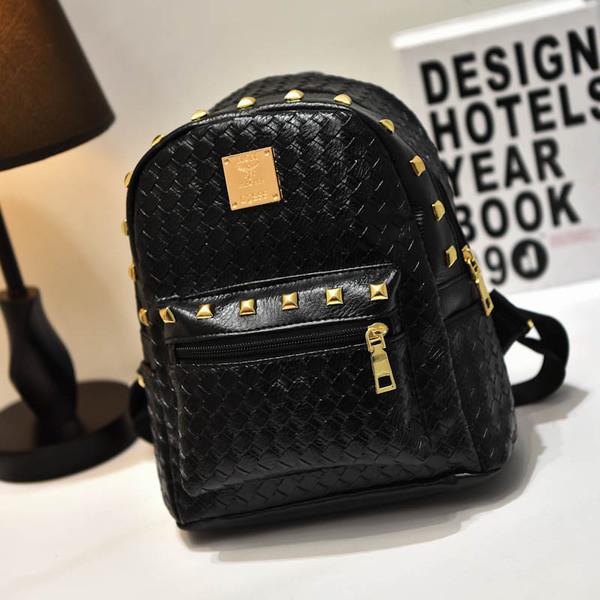 Модный маленький рюкзак с заклепками