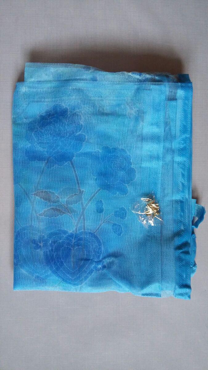 Антимоскитная сетка на магнитах в дверной проем, голубая в цветочки 100*210 см