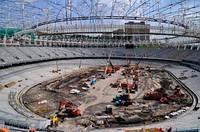 На НСК Олимпийском начали устанавливать прожекторы освещения поля и трибун