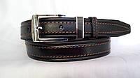 Кожаный ремень 35 мм чёрный прошитый коричневой ниткой пряжка с тренчиком-чёрный комплект с серебряным ободком
