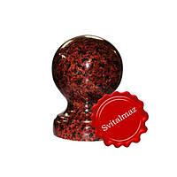 Гранитный шар на ножке Ф8 см. из камня лезник (красный с черными пятнами) для оград и заборов.