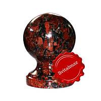 Гранитный шар на ножке Ф10 см. из камня капуста (красный с большими черными пятнами) для оград и заборов.