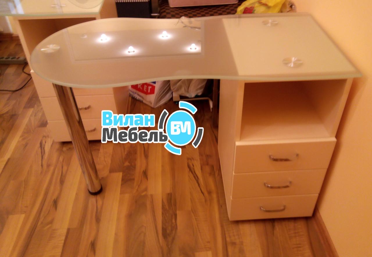 Маникюрный стол с стеклянной столешницей