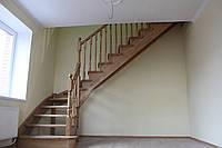 Ажурная лестница из масива дуба в класическом стиле