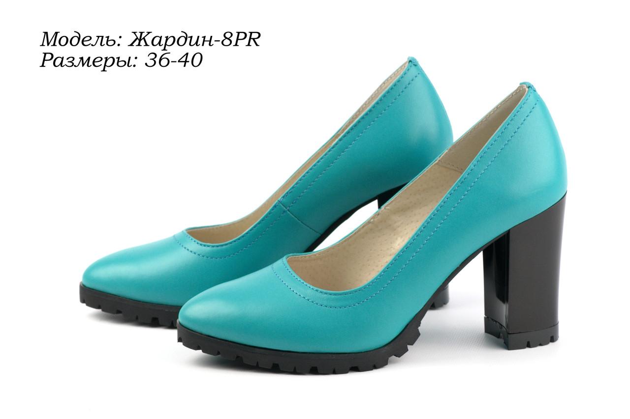 Туфли на массивном каблуке.