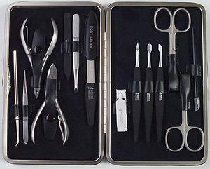 Маникюрно-педикюрные ножницы и аксессуары