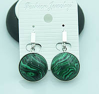 Зеленые сережки с узорами под натуральный камень оптом от Бижутерии RRR. 2208